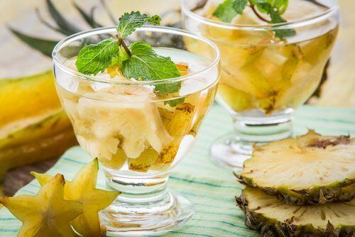 Dans cet article, nous allons partager avec vous les étapes de la préparation de l'eau à l'ananas et toutes les vertus de cette boisson. Essayez !