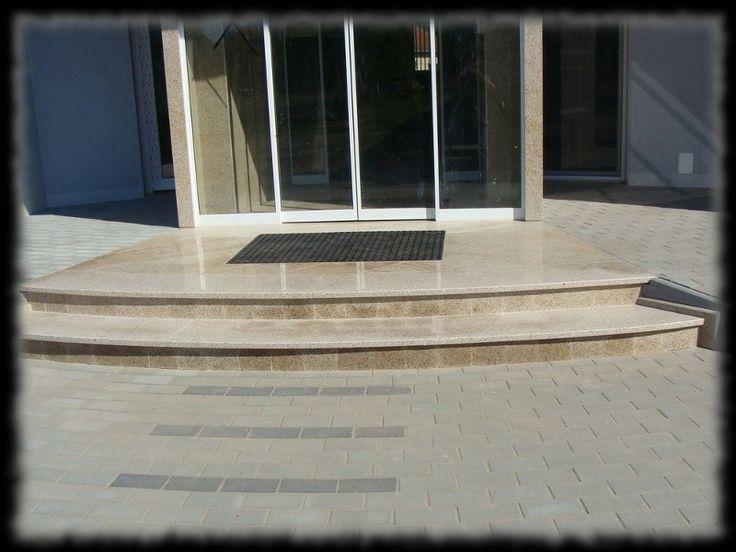 Épületmunkák - gránit lépcső