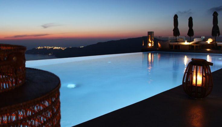 Με τη δεύτερη του χρονιά στην Σαντορίνη και το Ημεροβίγλι το West East Luxury Suites ανεβάζει στροφές και δηλώνει παρών.