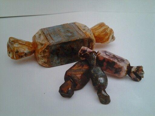 Dulce tentacion. Caramelos de gres decorados con oxidos, esmaltes. Cocidos a 1260 gados centigrados. Por Fuensanta Salas Pombo Bruquetas