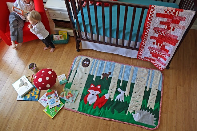 Free tutorial and pattern to make this woodland felt rug. Just stunning!