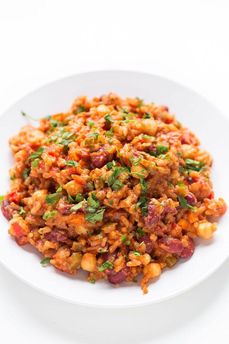 Arroz jambalaya vegano es un plato muy completo, nutritivo y sabroso. Además nuestra receta es baja en grasa porque no lleva aceite.