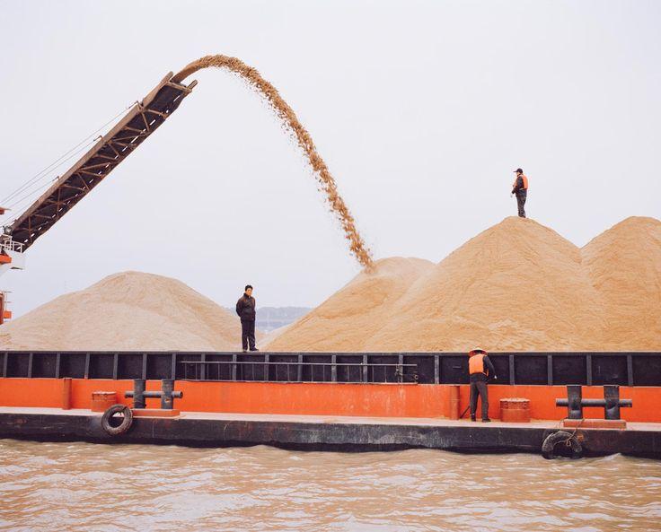 Homok szállító hajó, Dongting Lake, China, 2015.
