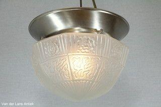 Klassieke plafonniere 26398 bij Van der Lans Antiek. Meer antieke lampen op…