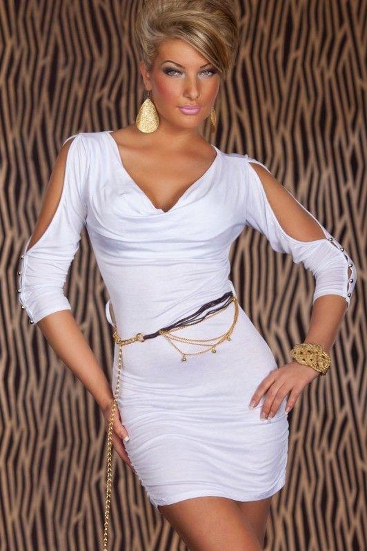 Wit jurkje met riem, gesmokt met verleidelijke open mouwen