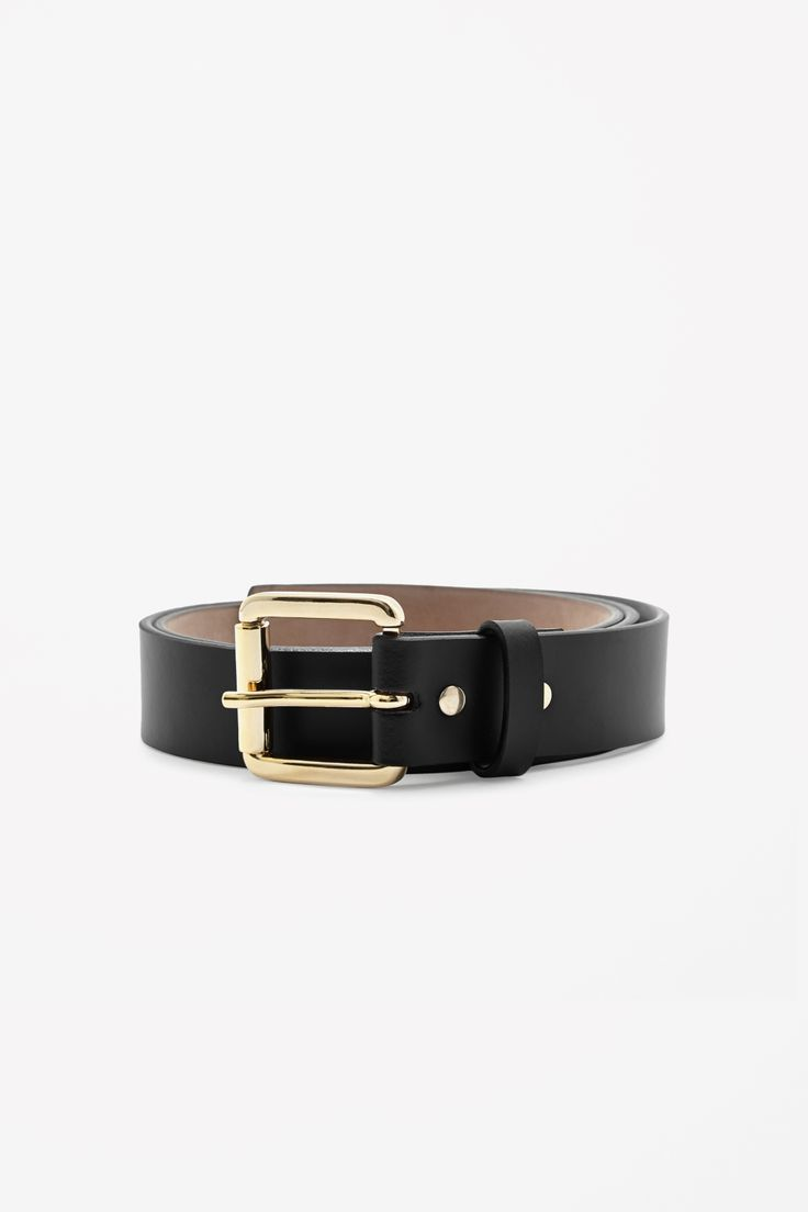Made from smooth leather with painted raw-cut edges and a soft underside, this classic belt has a shiny gold-coloured buckle.