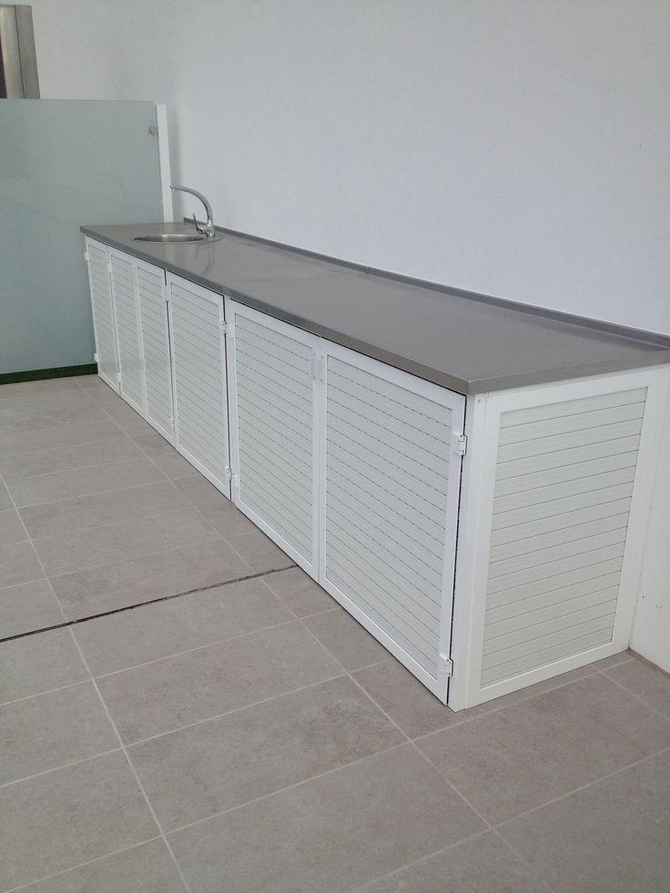 Pollo de cocina exterior en acero inoxidable y armarios en aluminio.Tenerife