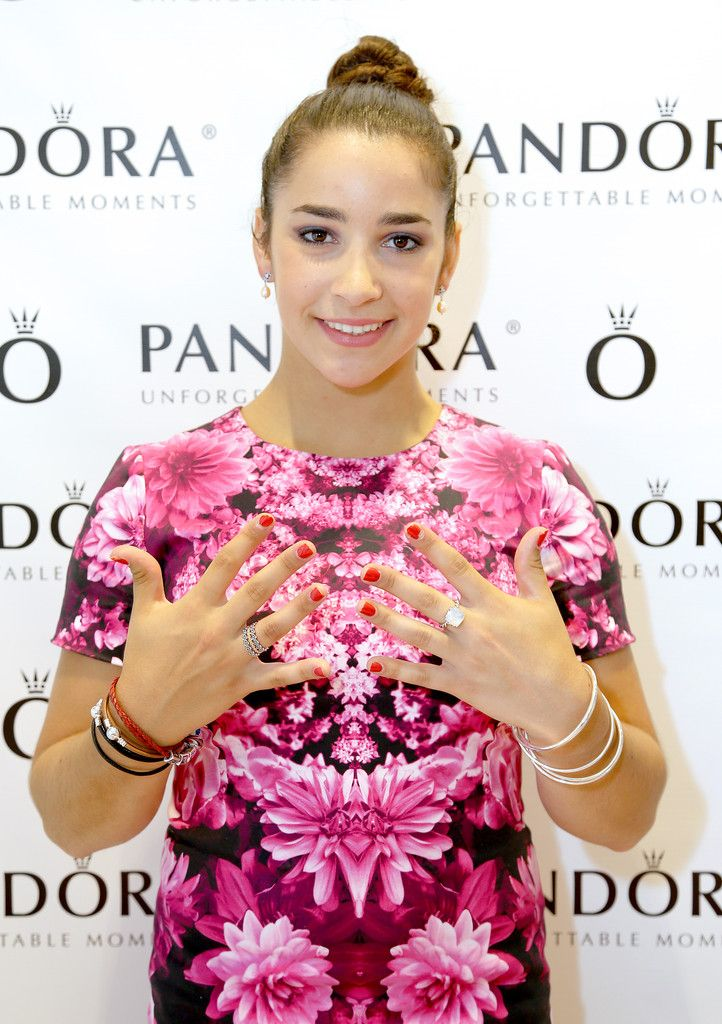 Aly Raisman Photos - Aly Raisman Visits Thousand Oaks PANDORA Store - Zimbio