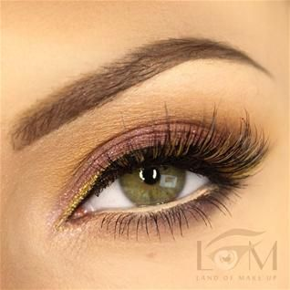 Classic Look with Pop of Yellow @landofmakeup www.pampadour.com #eotd #inspiration