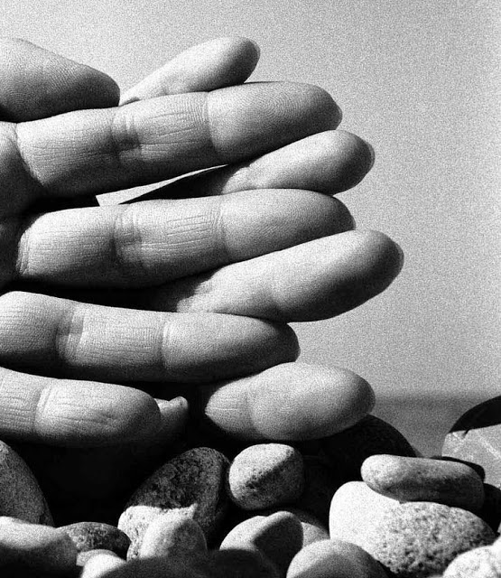 Bill Brandt: Hands on the Beach, 1959.