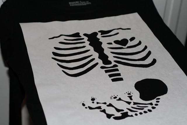 How to make your own cute Halloween maternity shirt! I made this and it came out great!!!!