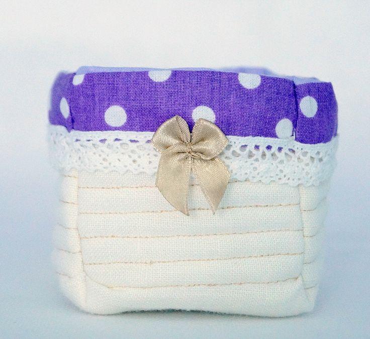 Koszyczek tekstylny z przykrywką   Wykonany z tkaniny lnianej i bawełnianej   Wymiary:   średnica otworu: 8,5 cm   wysokość: 7 cm   głębokość: 6 cm   Zapraszam do wiosennych zakupów   wiecej info na priv   joyfulworks4you@gmail.com
