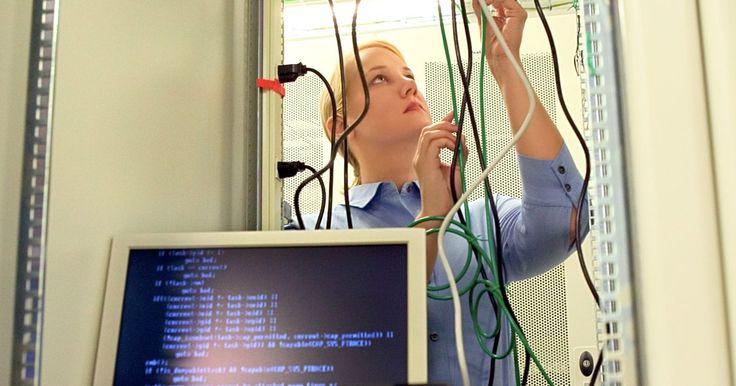Construcción de un adaptador de monitor RCA a VGA . Los cables VGA utilizan un conector D-sub de 15 pines y transportan señal de video análoga para los canales de colores rojo, verde y azul (RGB). El componente RCA transporta señales para YPbPr, las que se convierten desde RGB y se dividen en tres canales. El canal Y transporta los niveles de brillo (luminancia) y sincroniza las señales, la ...