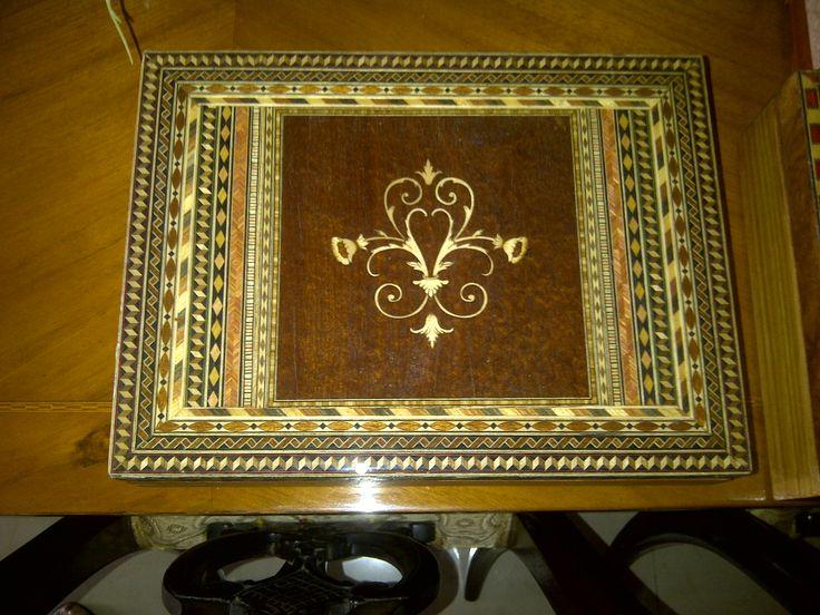 caja con marquetería