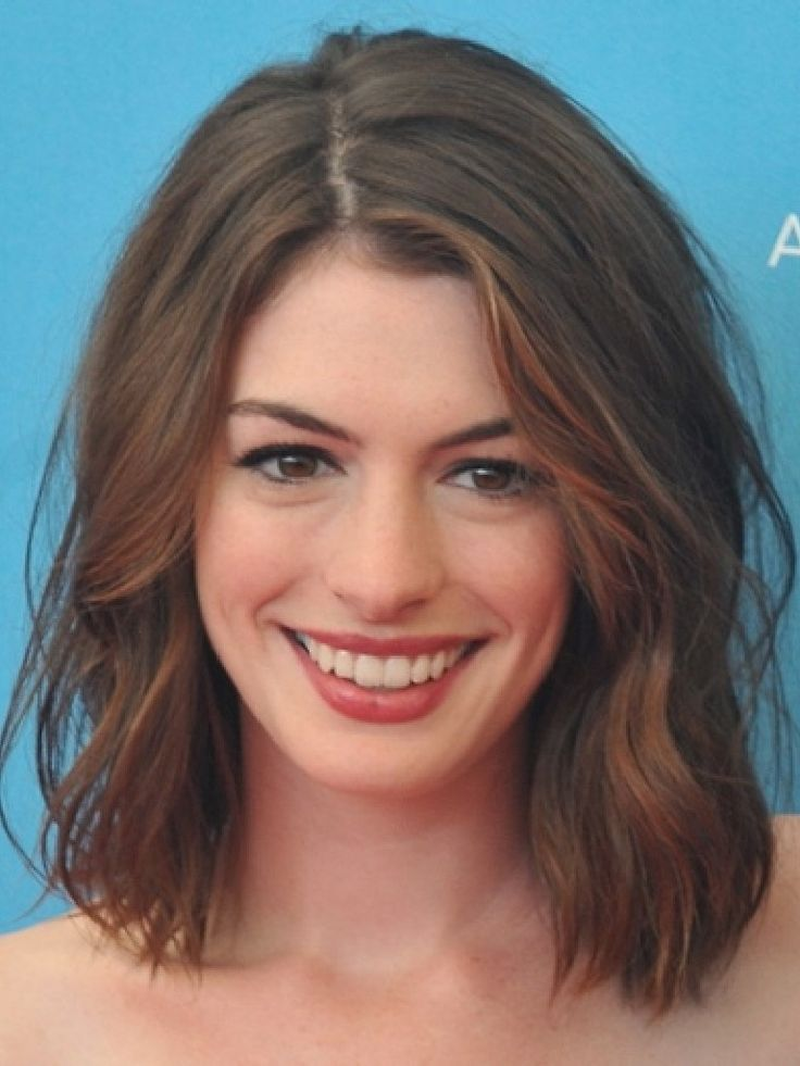 Serious hair and make-up goals here, Anne Hathaway! #Lob #Hairstyle #Brunette