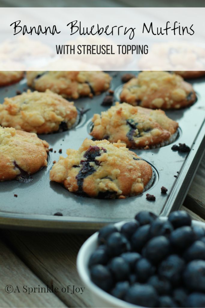 Are you looking for a new way to use bananas in muffins.  Try these yummy blueberry banana muffins.  Made with bananas, and loads of blueberries they are super moist.  Then topped witha streusel topping they are amazing!