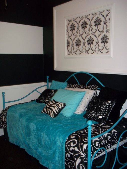 Preteen girls room black white with a splash of blue for Room decor for 12 year olds