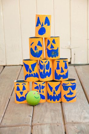Prepare for some scary Halloween counting practice! This game encourages players to knock down cylinders and then subtract to determine their scores.