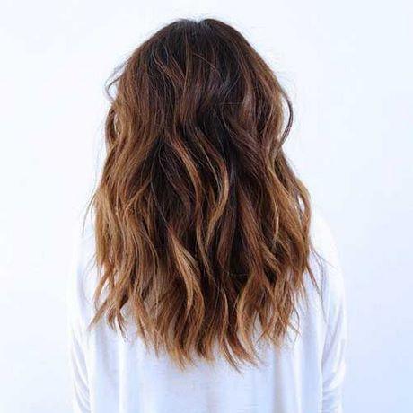 Langes Haar bis mittlerer Haarschnitt