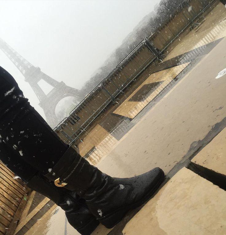 A blogueira #MariCosta em Paris com Bota Fiero. #SouFiero