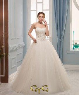 039c5afe1b Con un precioso escote corazón y un corset deliciosamente bordado con hilo  de seda y pequeñas. Vestidos Novia .