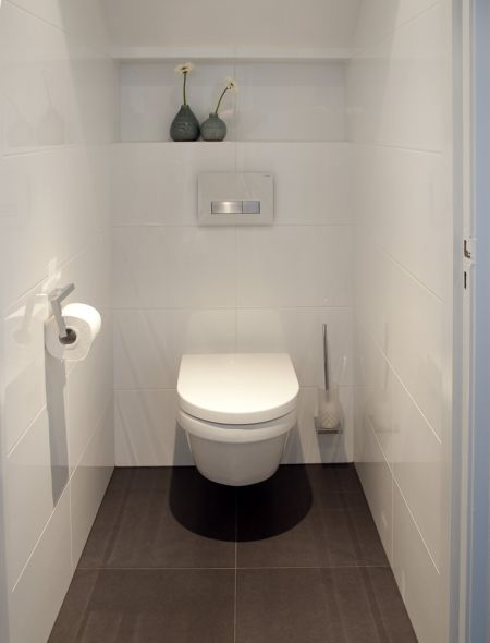 25 best ideas about wc inrichting op pinterest toiletruimte toilet kast e - Toilette petit espace ...