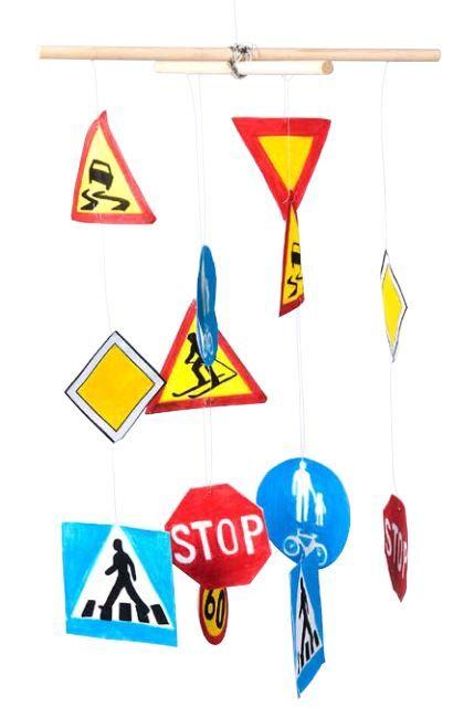 Liikenneviikon tehtäväpaketeista löytyy esimerkiksi liikennemerkkimobile…