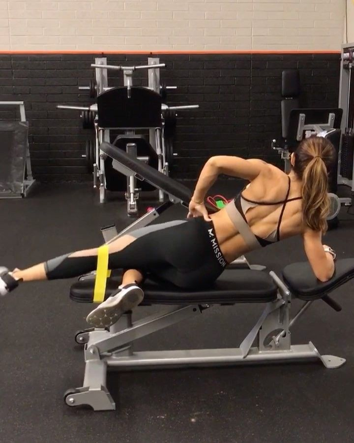 """Alexia Clark """"Minibands on a Mission! 40seconds on 20seconds rest 3-5 rounds #alexiaclark #queenofworkouts…"""""""