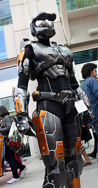 """Awesome female spartan. Much better than the one I saw which was basically just an armored bikini set, first thought when I saw that one, right after """"wtf?"""", was """"yeah, you won't look stupid going to war in that and I'm sure it'll protect you too""""."""