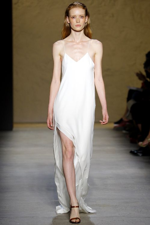 Les robes blanches de la fashion week printemps t 2016 for Narciso rodriguez wedding dress collection
