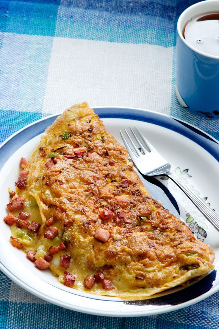 Fluffy, cheesy, egg goodness – this take on the classic omelet is even better than what they serve up at the diner! Bursting with tasty ham, peppers and onion, it's the ultimate combo – whether it's breakfast, lunch, or dinner.