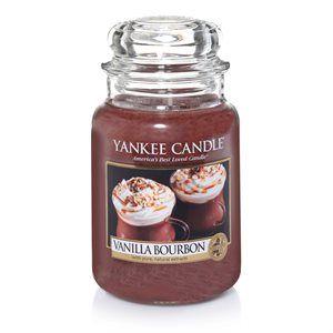 L Jar-Vanilla Bourbon En mugg med något värmande, toppad med tjock vaniljkräm och spetsad med en skvätt stark bourbon #YankeeCandle #VanillaBourbon