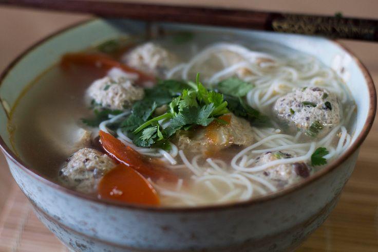 """Vietnamská polévka """"Bún mọc"""""""