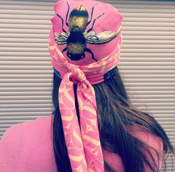 #simonebruns #kaschmir #cashmere #luxury #turban #blogger @valeriecharlott Bloggerin Valerie trägt den neuen #simonebruns butterfly&fish silk scarf  als Turban !