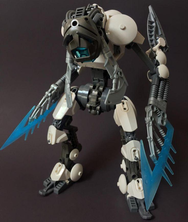 Ko-Metry Patrol: Keerahk  Thoughts can be dangerous  @djokbuilt @pri_moose @cezium_ @redverse_   #lego #legomoc #bionicle #bioniclemoc #biogram #robot #police #ice #legostagram #toy #vahki