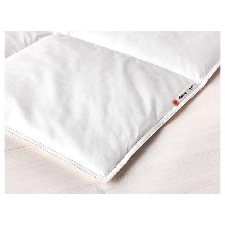 IKEA - HÖNSBÄR, Couette, chaude, 150x200 cm, , Si vous n'avez ni trop chaud ni trop froid pendant votre sommeil, optez pour cette couette avec davantage de garnissage.La grande quantité de plumes contenues dans le garnissage évite l'humidité, pour un sommeil au sec toute la nuit.Offre un environnement de sommeil au sec, à la température homogène, grâce au garnissage et à la housse en coton qui respirent et permettent à l'air de circuler.La chaleur est distribuée un...