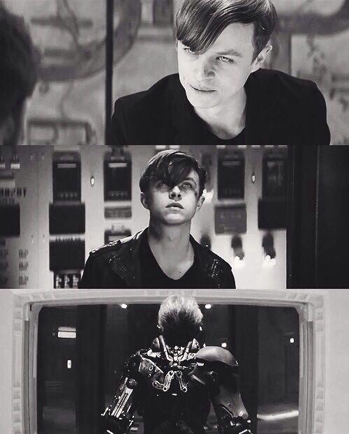 Harry Osborn. He was SO good. Really creepy, haha.