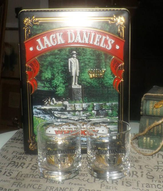 Vintage Jack Daniels Old Time Tennessee Whisky No 7 hinged-lid tin with insert and 2 etched-glass lo-ball | whisky glasses.