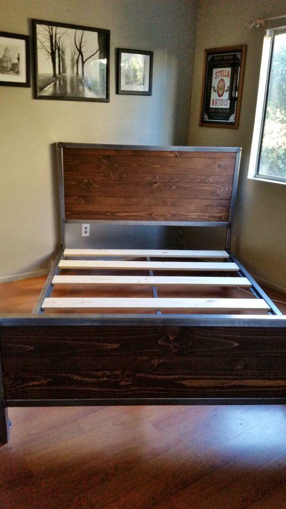 17 meilleures id es propos de lit rustique sur pinterest lit en bois de palettes cadres de. Black Bedroom Furniture Sets. Home Design Ideas