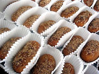 Kalofagas - Greek Food & Beyond by Peter Minakis: Melomakarona (μελομακάρονα)