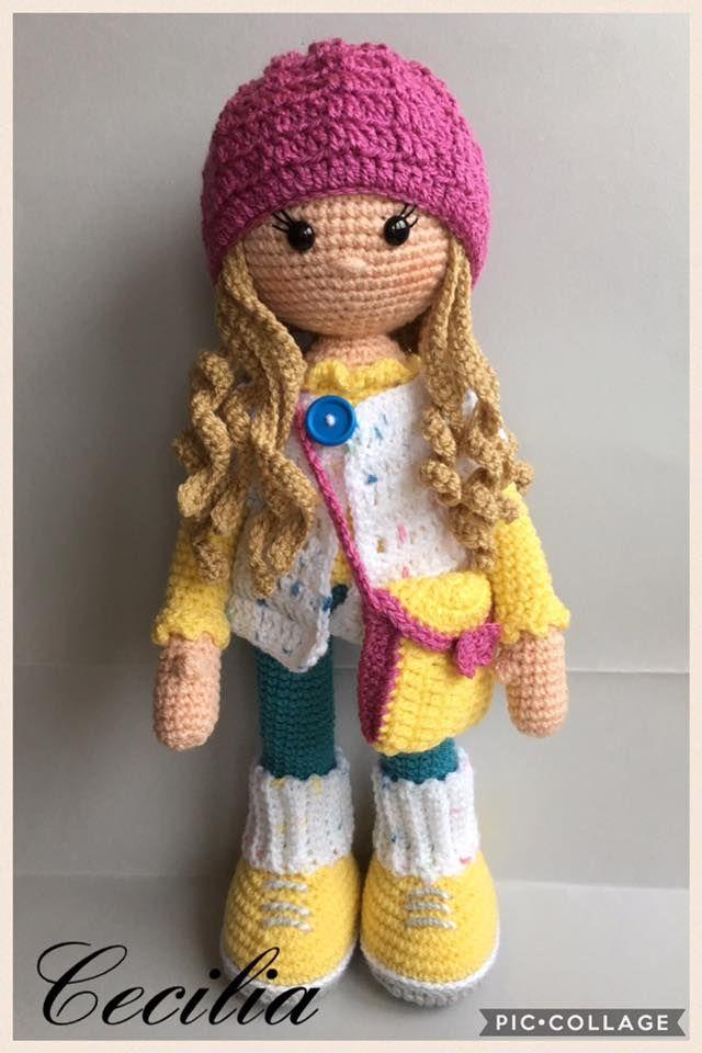 Lei è Molly  E' alta circa 40 cm, lavorata con lana acrilica  Cappello, golfino e borsa si possono togliere  Se siete interessati mi potete ...