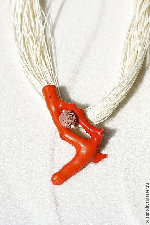 Колье, бусы ручной работы. Ярмарка Мастеров - ручная работа. Купить Льняное колье с натуральным кораллом и лавой. Handmade. белый