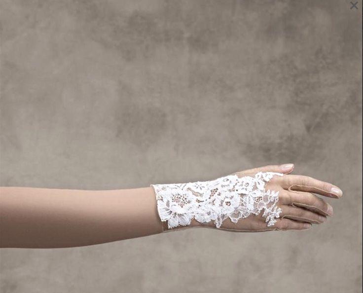 Pronovias Kesztyű /gloves G-316  http://mobile.lamariee.hu/eskuvoi-ruha-kiegeszitok