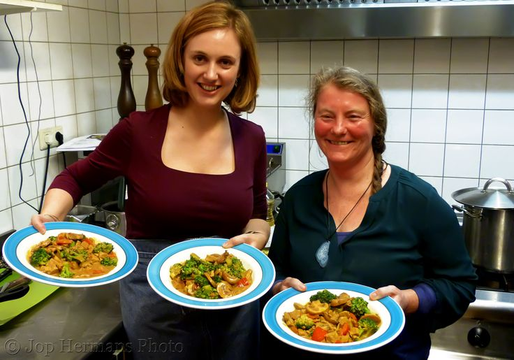 Stephanie and Brid cooked a lovely veggi curry. Read more about my 1st workshop at http://mynameismy.com/blog/?p=490