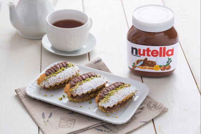 I tortini ai pistacchi e Nutella® sono morbidi dolcetti perfetti per ogni momento della giornata, da una ricca colazione a una golosa merenda.