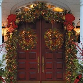 I have a slight obsession with wreaths/garland/christmas in general.