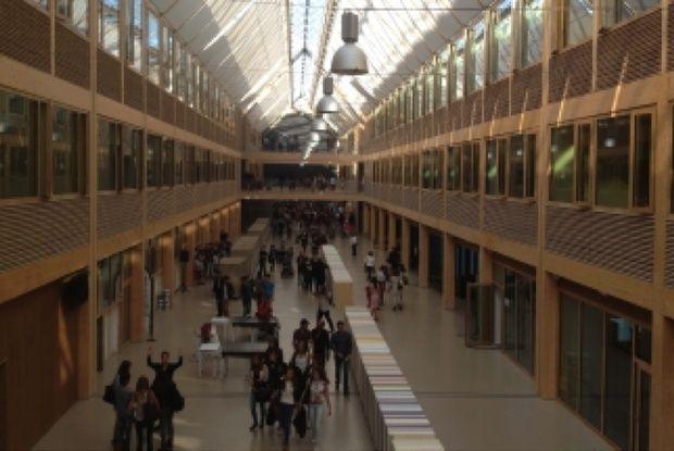 Lycée International de Nantes, un bâtiment à énergie positive : 35 000 m2 à ossature bois