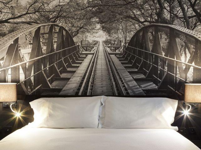 """Le passage pour le pays des rêves, une tête de lit en papier peint 3D """" Trompe L'oeil """". / Hôtel Appia La Fayette."""