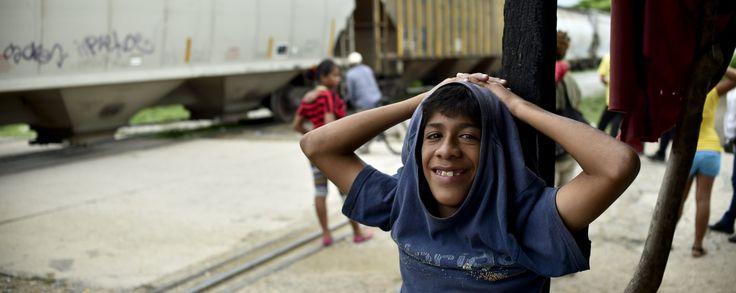 Joven frente a La Bestia EEUU: Llegan los primeros seis niños refugiados de Centroamérica  http://www.univision.com/noticias/inmigracion/eeuu-llegan-los-primeros-seis-ninos-refugiados-de-centroamerica
