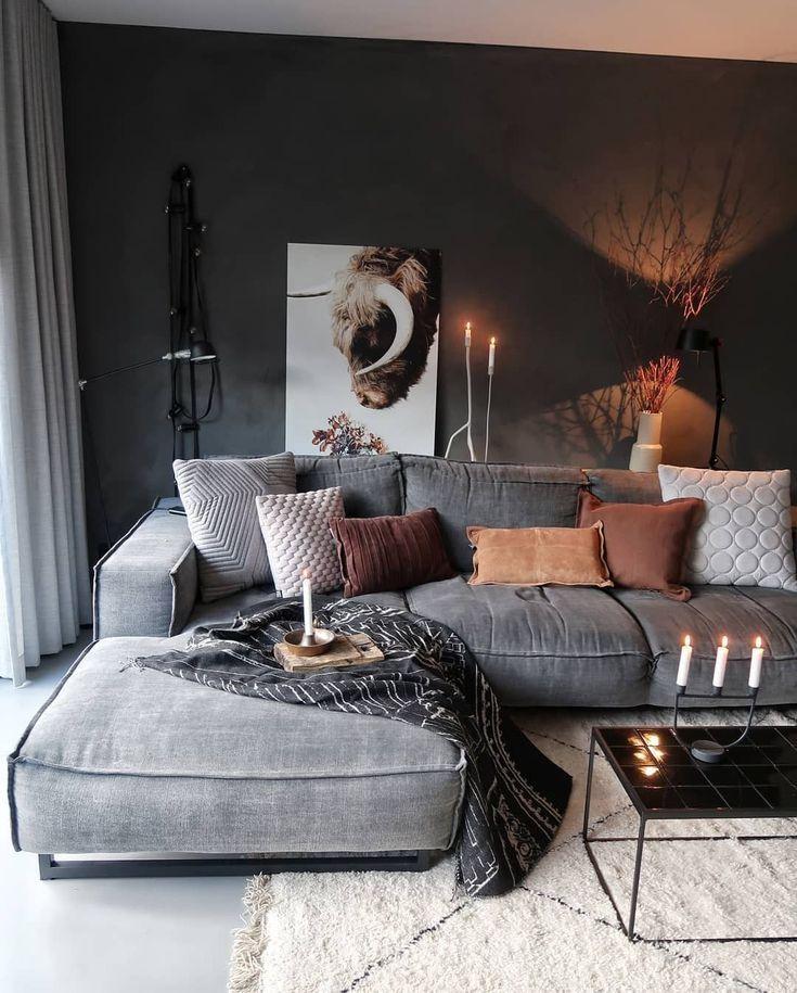Dieses Wohnzimmer ist eine reichhaltige Kombination von Materialien und Texturen. Diese Elemente bilden zusammen einen harmonischen Raum, in dem Sie sich …   – Home decor